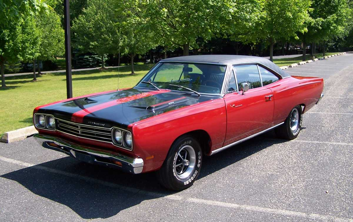 Plymouth Road Runner on Old Muscle Cars 1960s